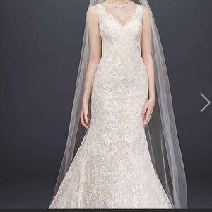 NWT Oleg Cassini V-Neck Lace Mermaid Wedding Dress